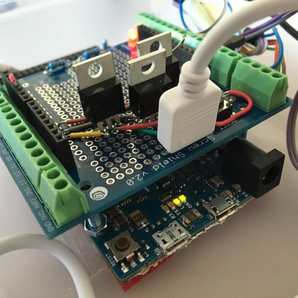 Definitive Umsetzung mit einem selbstgebauten Arduino-Shield...